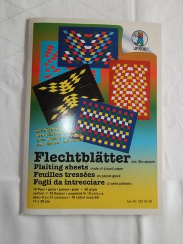 Flechtblätter aus Glanzpapier mit Flechtnadel